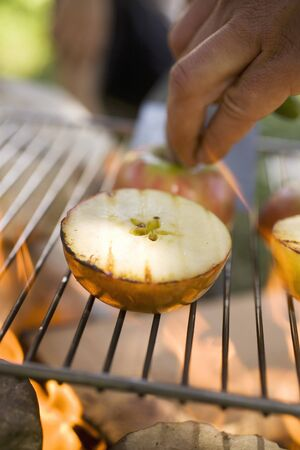 qs: Grilled apples on barbecue grill rack