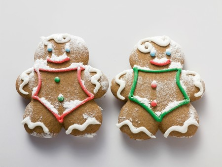 figurative: Two sugared gingerbread men LANG_EVOIMAGES