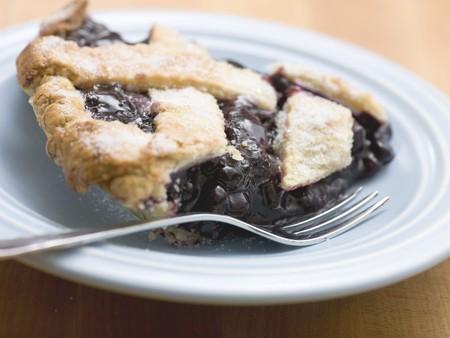 blueberry pie: Pedazo de pastel de ar�ndanos