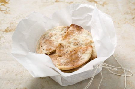 aniseed: Caramelised aniseed biscuits in paper (Spain)