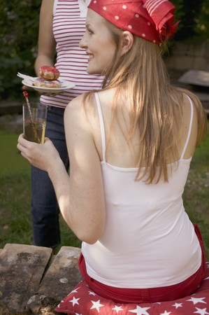 hold ups: Young women with iced tea & doughnuts on the 4th of July (USA) LANG_EVOIMAGES