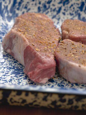 seasoned: Beef steak and medallions, seasoned LANG_EVOIMAGES