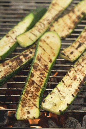 qs: Slices of courgette on a barbecue LANG_EVOIMAGES