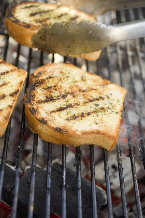 broiling: Slices of grilled white bread