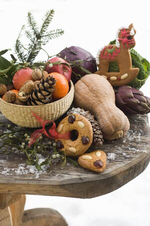 obst und gem�se: Weihnachten-Stillleben: Obst, Gem�se, N�ssen und Lebkuchen LANG_EVOIMAGES