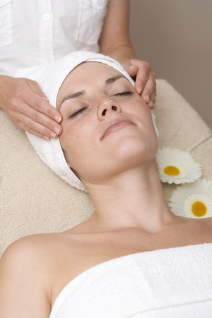 body consciousness: Woman having beauty treatment (face massage) LANG_EVOIMAGES