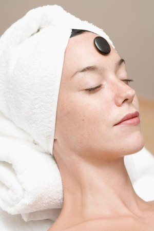 lastone therapy: Woman having LaStone Therapy (healing therapy using stones) LANG_EVOIMAGES