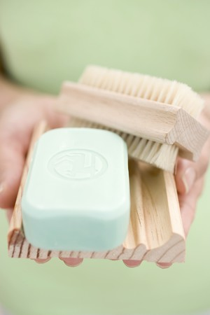 well beings: Woman holding soap, soap dish and brush LANG_EVOIMAGES