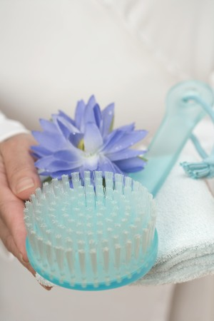 nymphaea odorata: Hands holding brush, water lily and towel LANG_EVOIMAGES