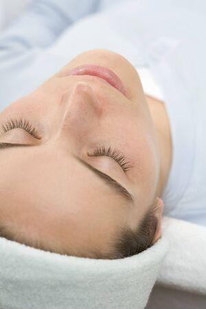 beauty treatment: Woman, lying down, before beauty treatment