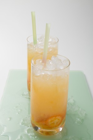 crushed ice: Two fruity drinks with kumquats and crushed ice