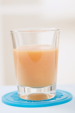 jugo de frutas: El jugo de frutas en vidrio