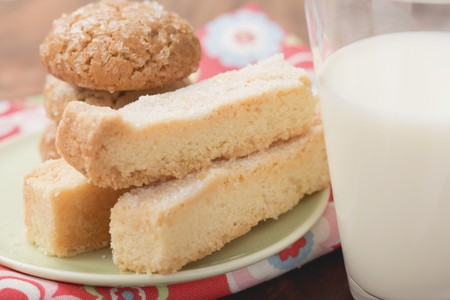 shortbread: Biscuits and shortbread on plate, glass of milk LANG_EVOIMAGES