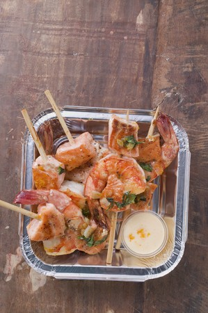 prawn skewers: Salmon & prawn skewers with mint & sauce in aluminum dish LANG_EVOIMAGES