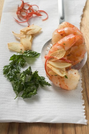 slotted: Garlic prawns on slotted spoon, ingredients beside it LANG_EVOIMAGES