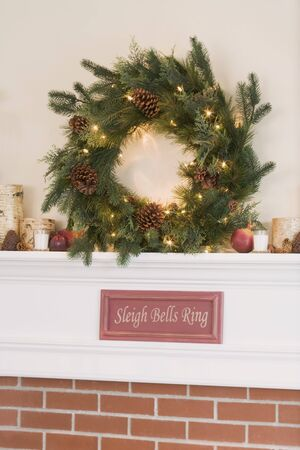 mantelpiece: Mantelpiece decorated for Christmas LANG_EVOIMAGES