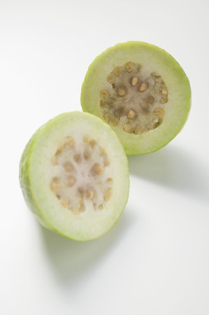 halved: Guava, halved LANG_EVOIMAGES