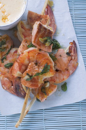 prawn skewers: Salmon and prawn skewers with mint and sauce