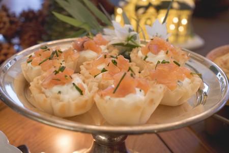 filo: Salmon in filo pastry shells (Christmas)