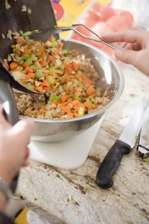 making bread: Fare il pane ripieno: verdure, aggiungendo LANG_EVOIMAGES