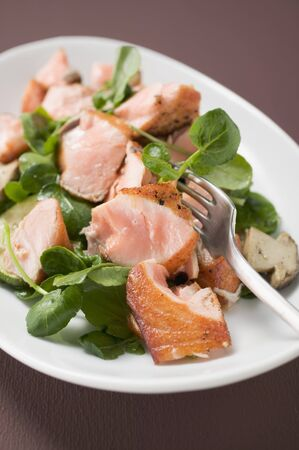 water cress: Salad leaves with fried salmon and mushrooms