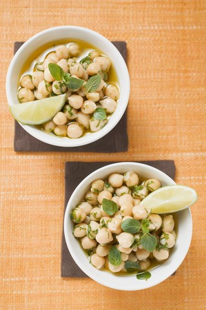chickpeas: Chick-peas with lime wedges and herbs