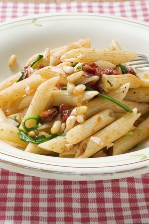 pine kernels: Penne with dried tomatoes and pine nuts
