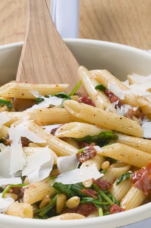 pine kernels: Penne with dried tomatoes, pine nuts and Parmesan