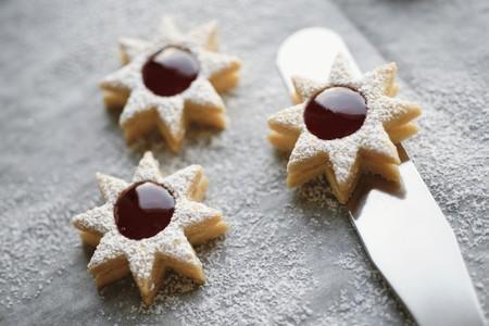 jam biscuits: Tre biscotti marmellata con zucchero a velo LANG_EVOIMAGES