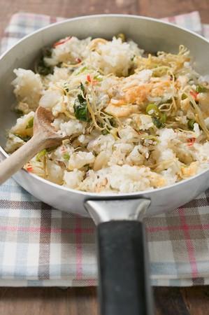 plato de pescado: Cocinado-Pan de arroz y pescado plato con ralladura de lim�n (detalle) LANG_EVOIMAGES