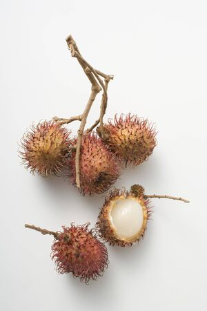 unattached: A cluster of three rambutans, two unattached LANG_EVOIMAGES