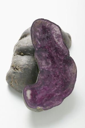halved: Truffle potato, halved LANG_EVOIMAGES