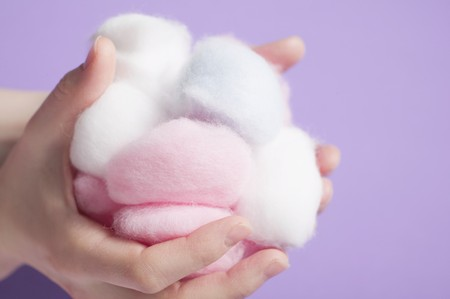 well beings: Hands holding cotton wool balls
