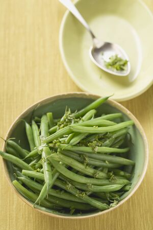 gr�ne bohnen: Green beans with herbs