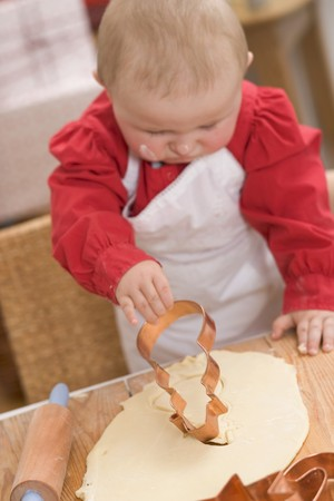 12 step: Baby cutting out biscuit LANG_EVOIMAGES