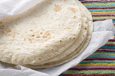 tortillas: Freshly-baked tortillas on kitchen roll (Mexico) LANG_EVOIMAGES