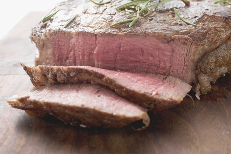 sirloin steak: Sirloin steak, partly sliced LANG_EVOIMAGES