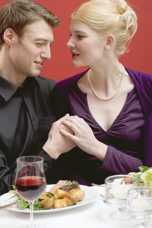 25 to 30 year olds: Elegant couple eating in a restaurant LANG_EVOIMAGES