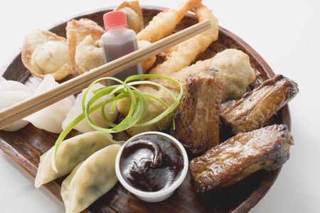 tans: Plate of Asian appetisers with dip