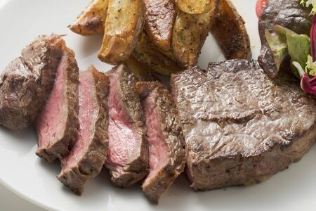potato wedges: Beef steak with potato wedges and salad LANG_EVOIMAGES