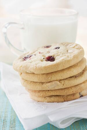 vaccinium macrocarpon: Cranberry cookies in front of a glass of milk