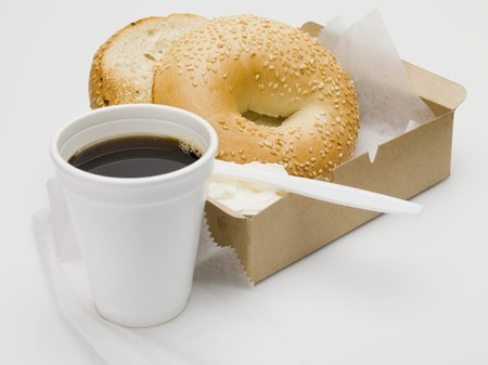 free me: Sesame bagel with cr�me fra�che in cardboard box, cup of coffee