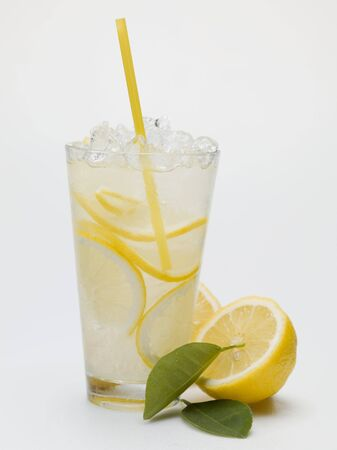 soda pops: A glass of lemonade with crushed ice and straw LANG_EVOIMAGES