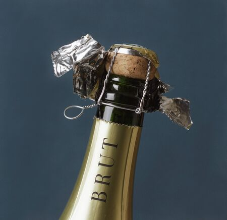 labelling: Neck of a champagne bottle LANG_EVOIMAGES