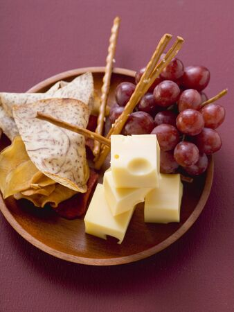 nibbles: Cubes of cheese with grapes and nibbles