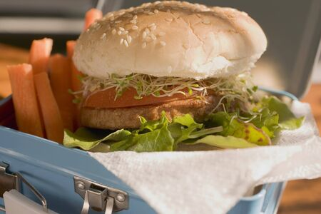 lunch box: Burger and vegetables in lunch box LANG_EVOIMAGES