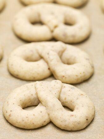 pretzels: Unbaked pretzels LANG_EVOIMAGES