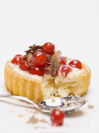 redcurrant: Individual redcurrant flan with chocolate shavings, partly eaten