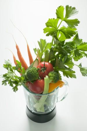 liquidiser: Fresh vegetables and parsley in a liquidiser LANG_EVOIMAGES