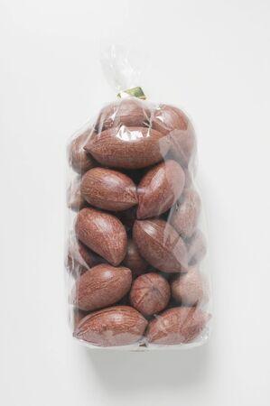 cellophane: Pecans in cellophane bag LANG_EVOIMAGES